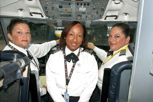 Bahamasair_new_female_pilot_captian_May_22__2012114.jpg