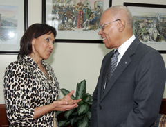 Sm-GG_Dr.-Socorro-Gross-Galliano-Aug-30_-2012----------04755.jpg