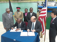 Sm-Dr_-Nottage-accepts-Boat-from-US-001.jpg