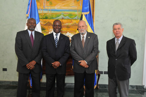 Bahamian-Officials-and-Dominican-Vice-Minister.jpg