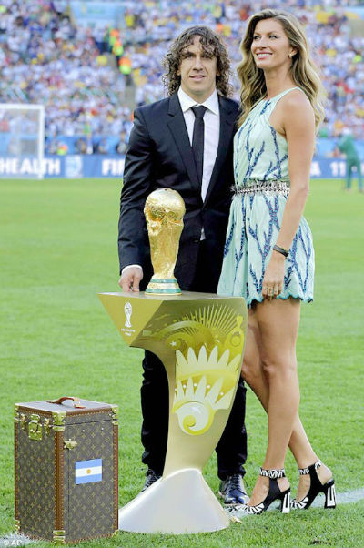 Louis-Vuitton-World-Cup-Trophy-Case.jpg