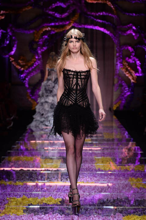 Versace-Couture-Fall-Winter-2015-3.jpg