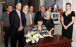 sm-GG_Book-Signing-of-Condolence-for-Sen-Maillis-Oct-10_-2015----002225.jpg