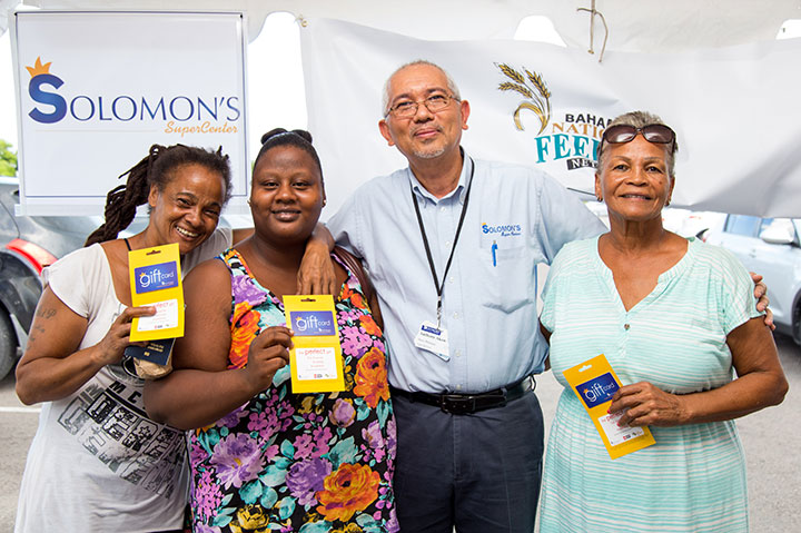 Anthony-Akow-presents-vouchers-to-single-mothers-during-BFN---AML-Donati___.jpg