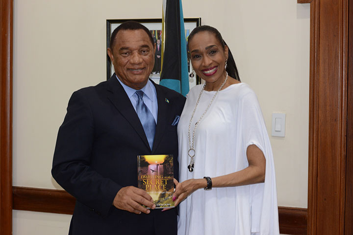 Darlene-Davis-Hord-Presents-Book-to-PM.jpg