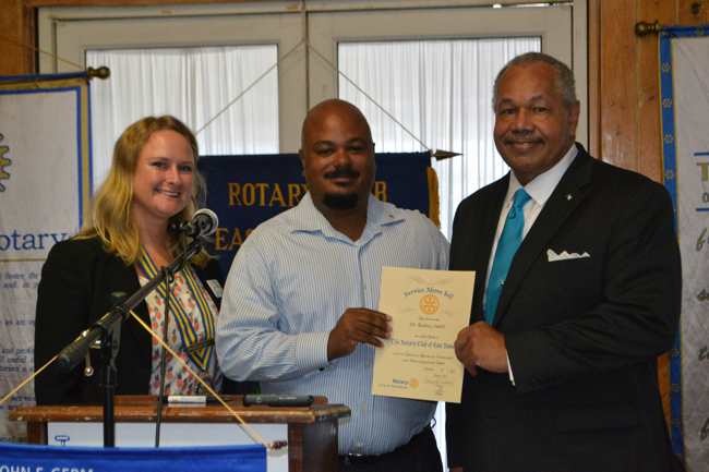 President_Rodney_Smith_accepts_Rotary_appreciation.jpg