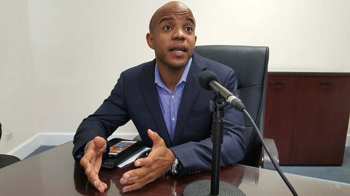 Bahamian-MLB-Player-Antoan-Richardson-announcing-his-retirement-at-a-press-conference.jpg