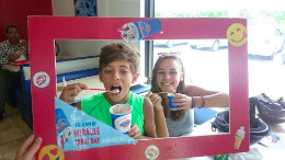 DQ_fans_enjoy_blizzards_on_Miracle_Treat_Day__1_.jpg