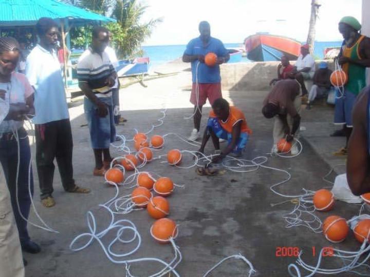 Fishermen_assemble_FAD_in_Grenada_1_.jpg