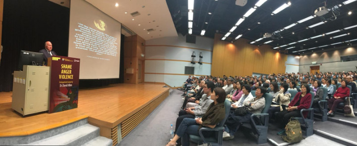 Hundreds_fill_hall_at_Hong_Kong_University_for_lecture_by_Bahamian_Dr._D.jpg