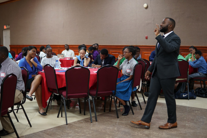 JA_Future_Business_Leaders._Grand_Bahama.s_Paul_Frazier_presents_to_students.jpg