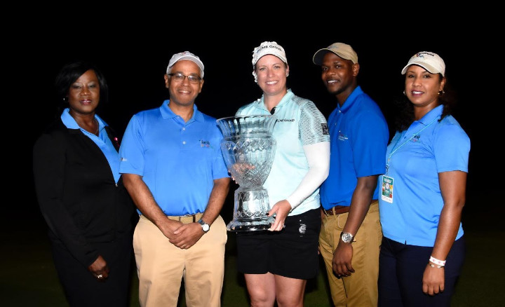 LPGA_winner_with_MOT_staff_-2.jpg