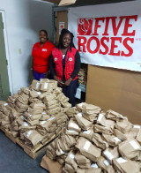 Milo_Butler_and_JM_Smucker_donate_1000_bags_of_flour_to_Bahamas_Red_Cross_Society___1__1_.jpg