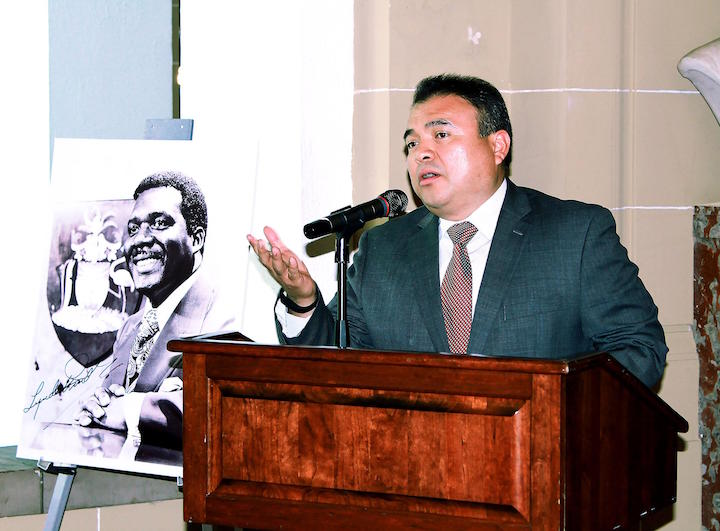 NESTOR_MENDEZ_SPEAKING_AT_BUST__UNVEILING_1_.jpg
