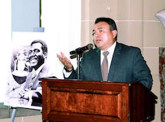 S-NESTOR_MENDEZ_SPEAKING_AT_BUST__UNVEILING_1_.jpg