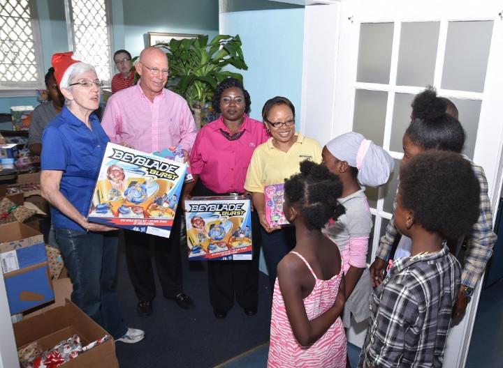 St._Andrew_s_Kirk_Christmas_Party_gift_distribution_1_.jpg