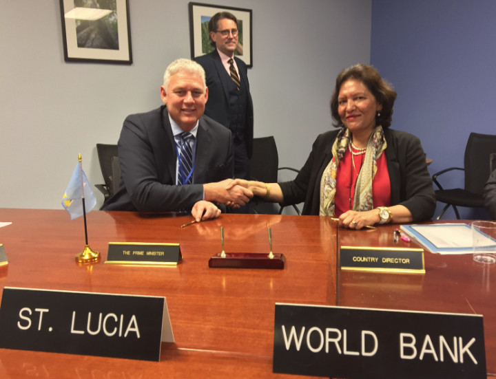 signing_st_lucia_1_.jpg