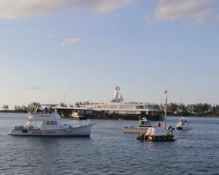 6_Kishan_Munroe_anchors_his_RV_Diapora_Raft_in_Nassau_Harbour_with_sponsor_boats_nearby_photo_Azaleta_IMG_5583.jpg