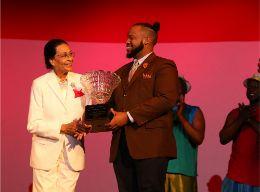 Award_to_Alfred_Culmer_1.jpg