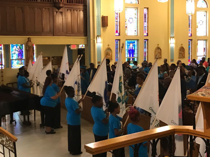 Bimini_kids__-_presentation_of_flags_at_ecumenical_service_.jpg