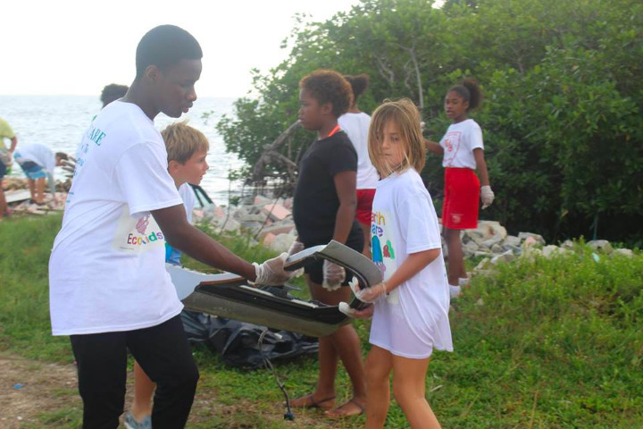 Cleaning_the_mangroves_is_a_Team______________effort_on_World_Wetlands_Day_.jpg