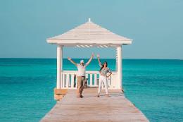 Devon_Steeves_and_Dad_at_Sandyport_Beach_Resort_1_.jpg