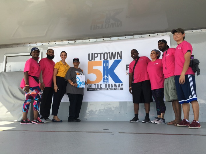 District_Manager_BTO-FL_with_Silver_Airways_running_team_and_winner_of_Bahamas_Prize_1.jpg