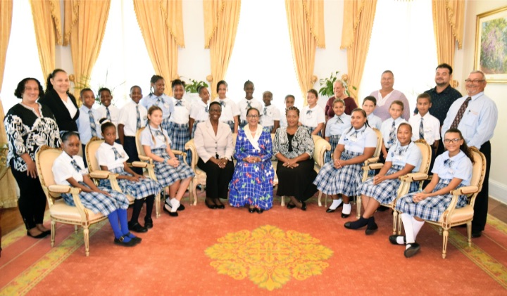 GG__Principal_and_students_of_the_Mangrove_Bush_Primary_School__Long_Island_May_14__2019__337794_2_-2.jpg