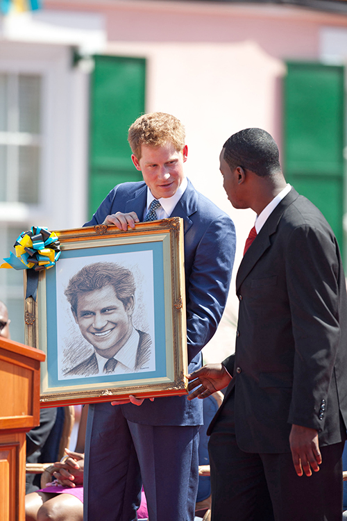Jamaal_Rolle_presents_portrait_to_Prnce_Harry.jpg