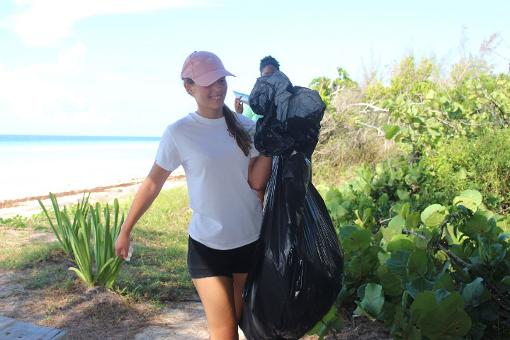 LIS_student_volunteer_bringing_in__________the_marine_debris_to_be_weighed.jpg