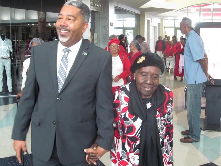 Minister_Campbell_and_Seniors.jpg
