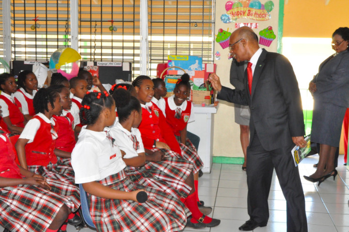 Minister_Lloyd_asking_students_about_the_story.jpg