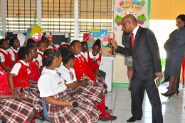 Minister_Lloyd_asking_students_about_the_story_1.jpg