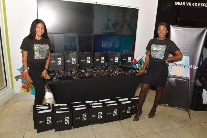 Samsung_Reps_pose_with_the_branded_goodies.jpg
