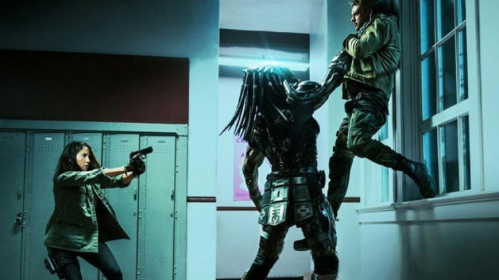 lots-of-new-stills-from-the-predator-696x464_0_1_.jpg