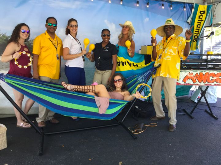 photo_rib_round_up_promo_guests_at_bahamas_booth.jpg