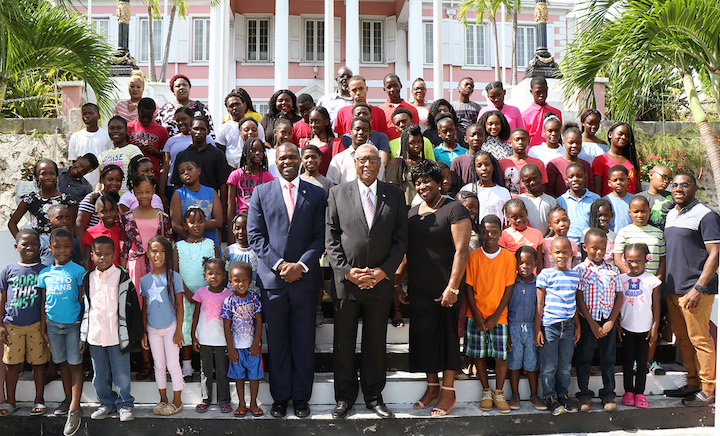 Children_of_Yamacraw_Summer_Programme_-_Photo_at_Government_House.jpg