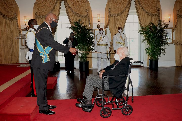 Godfrey_Kenneth_Kelly__r__Knighted_at_Government_House.jpg