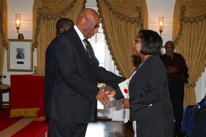 Governor_General_Congratulates_Lisa_Bostwick-Dean.jpg