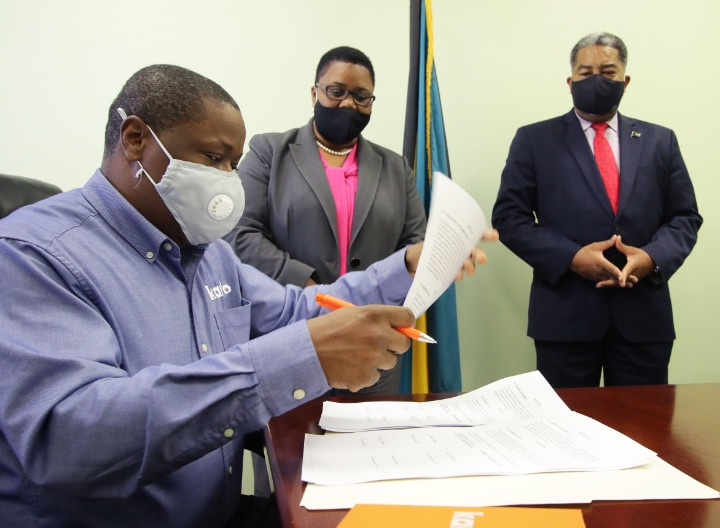 Minister_Campbell_and_Contract_Signing_June_23__2020____411685.jpg
