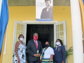 Minister_Campbell_with_Bahamas_Girl_Guide_Association_Leaders_1__1_.jpg