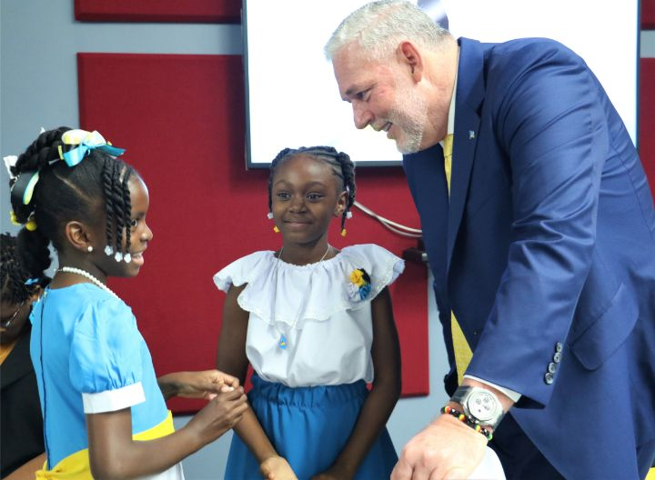 Prime_Minister_with_Ameira_and_Lianna_at_Independence_Address_ceremony_.jpg