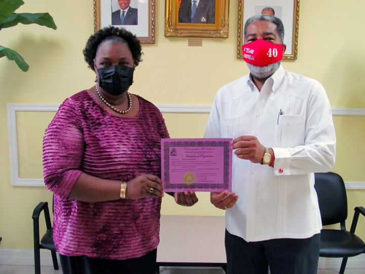 Dr._Jacinta_Higgs_and_Minister_Frankie_Campbell_1_.jpg