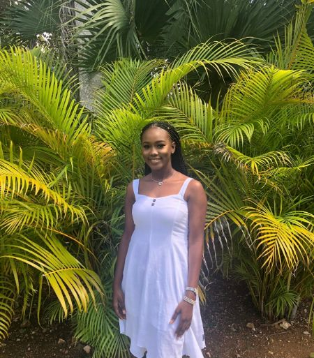 Photo_1-_Lauren_King_is_an_incoming_freshman_at_UCF_and_Lewis_Foundation_scholarship_recipient._She_will_be_pursuing_a_degree_in_Legal_Studies.jpg