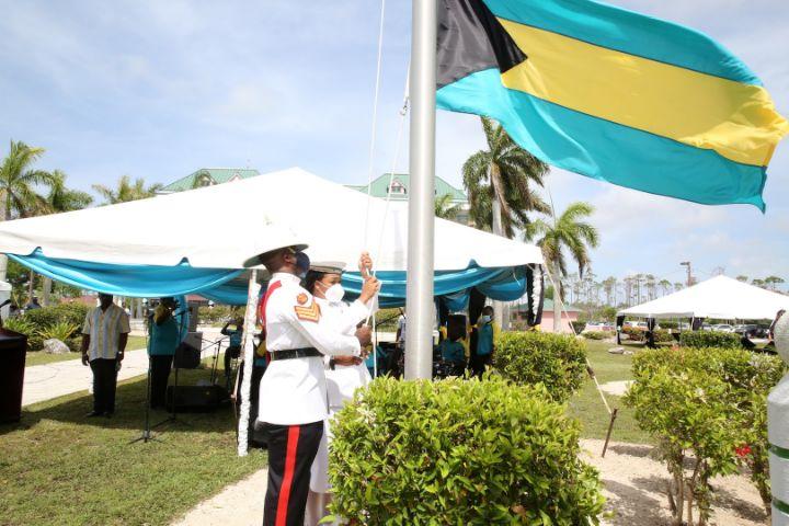 Raising_the_Bahamian_Flag_1.jpg