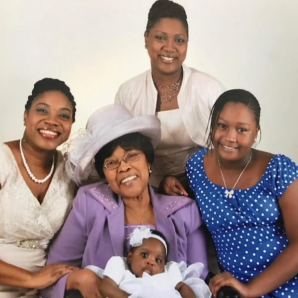 Syann_with_mother_Shanelle__grandmother_Gwendolyn__aunt_Shonalee_and_cousin_Morgan.jpg