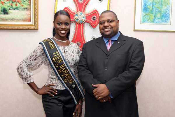 Daronique Young was Miss Bahamas World 2012 , Miss Bahamas 2011 (RU,Swimsuit Winner)