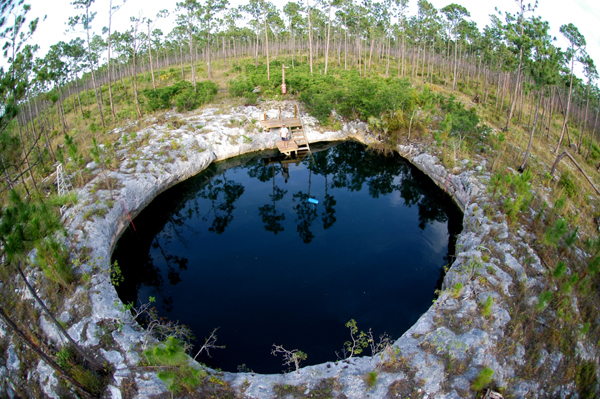 blue holes of bahamas