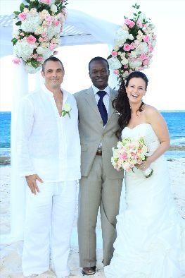 Glenn_with_Bahamas_wedding_couple_1.jpg