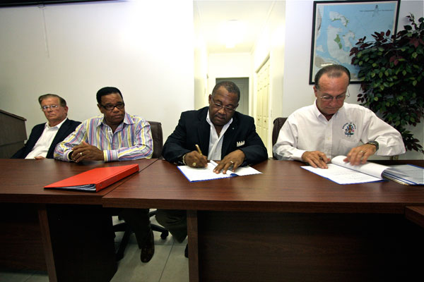 ONE-New-Terminal-Contract-Signing2564.jpg